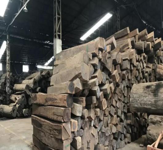 深圳观澜新阳光红木市场的巴里黄檀(俗称花枝)现货