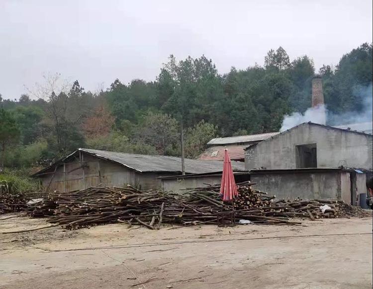 江西万年县对木材加工厂开展清查行动.jpg