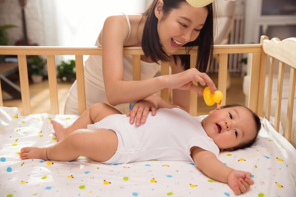 14批不合格婴儿床被央视点名,家长们检查过你家婴儿床吗?.jpeg