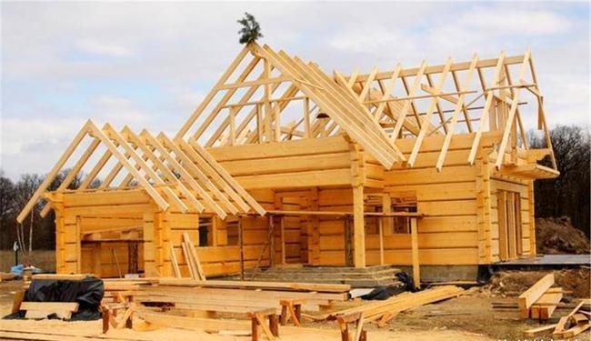 美国那么有钱,为何宁愿用木材建房也不用混凝土?原因很现实.jpg
