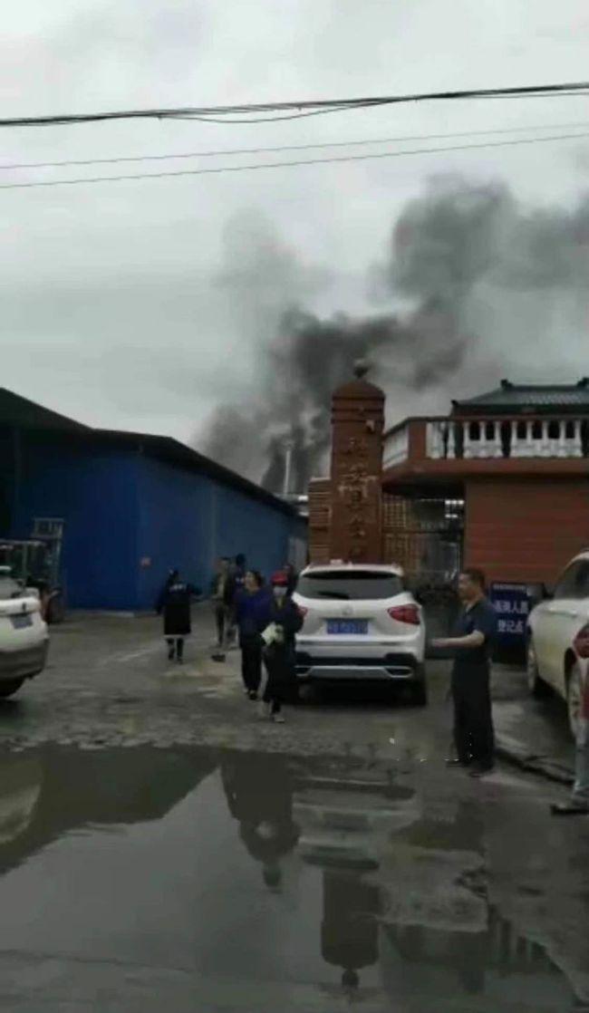 疑烘烤木板机器发生爆炸,融安县一木材加工厂发生火灾