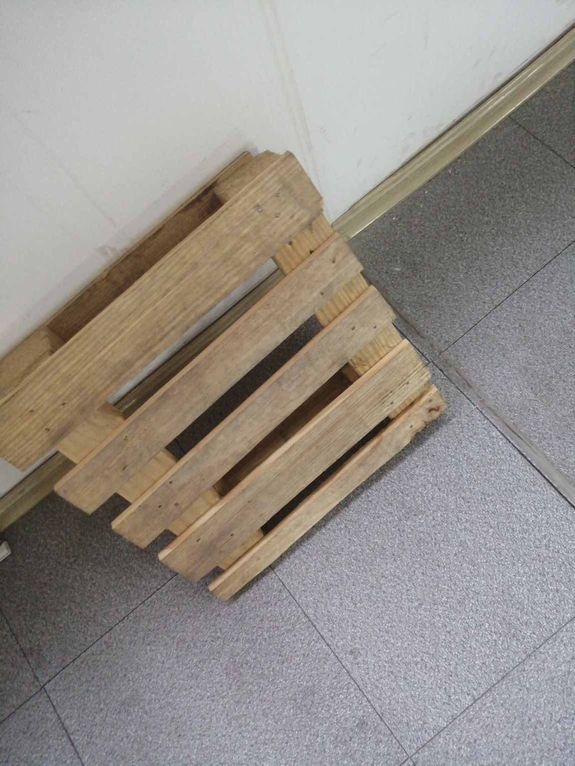 松木托盘买卖室内园林用品买卖托盘以铝合金托盘厂为例
