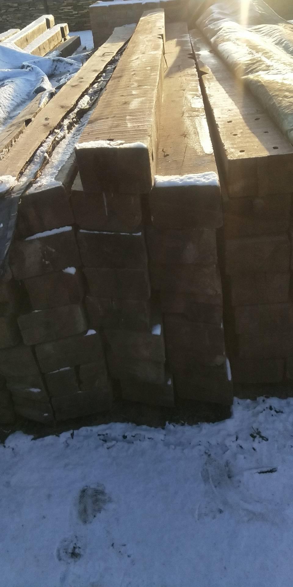 阿里地区拆迁老木料红松/白松/板材/圆木